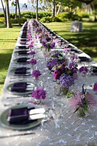 Chemin de table tout en nuance de fleurs violet, pourpre et mauve
