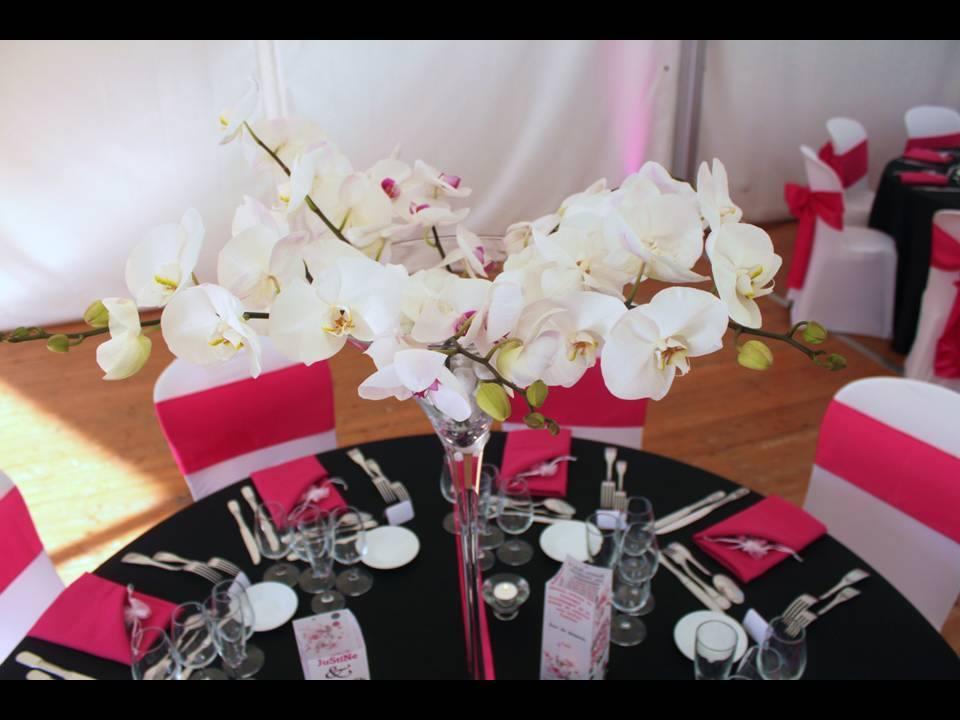 Table mariage rose fuchsia et noire