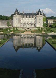 Vue du château de la Roche Courbon