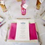 serviettes rose fuchsia mariage