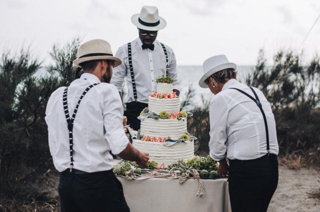 mariage canotier et bretelles